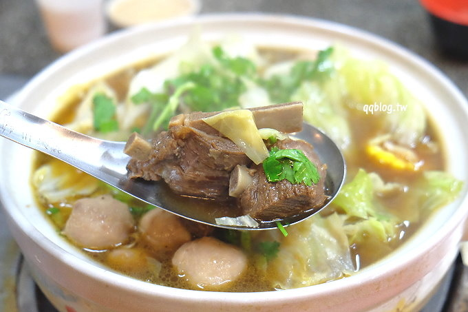 台中西區︱石桌羊排爐.以羊排為主的羊肉爐,羊肉軟嫩、湯頭溫順好喝,滿滿的一鍋暖身又暖心,近民權派出所 @QQ的懶骨頭