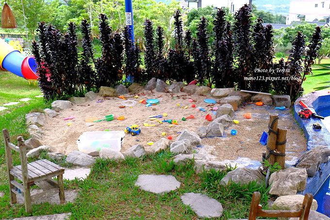1513163470 085db0b2e97b6c570915746e48659312 - 台中東勢︱廚匠白俄羅斯娃娃的家.變身為親子餐廳的白俄羅斯料理,大草坪、沙坑、戲水池、餵魚池和多種小遊戲,現在還有露營區,很適合溜小孩…