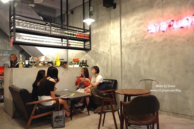 1513163639 611bc879b6e0906ac0ca8c5b7cf3a1f1 - 台中西區︱SALADAENG CAFE`ศาลาแดง.主打泰式料理的網美打卡餐廳,只可惜泰味不足