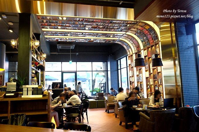 台中南屯︱卡啡那CAFFAINA@大墩店.工業風的設計還有整面書牆爬上天花板,大墩家樂福旁 @QQ的懶骨頭