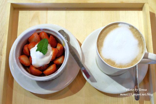 【台中西區.下午茶】Square Kitchen Coffee.以花藝空間為主題的咖啡館,簡約的清新設計風格,近科博館商圈 @QQ的懶骨頭
