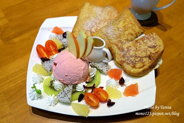 【台中西屯.下午茶】McFee Cafe 麥克菲咖啡館.龐貝朵鬆軟好吃,咖啡拉花不稀奇,這裡有彩色雕花的 @QQ的懶骨頭