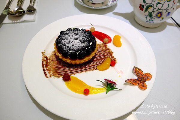 【台中西區.甜點】法蘭朵法式甜品Cafe Farandole.夢幻系的法式甜點,有精美的咖啡拉花,享受一場專屬的貴婦下午茶 @QQ的懶骨頭