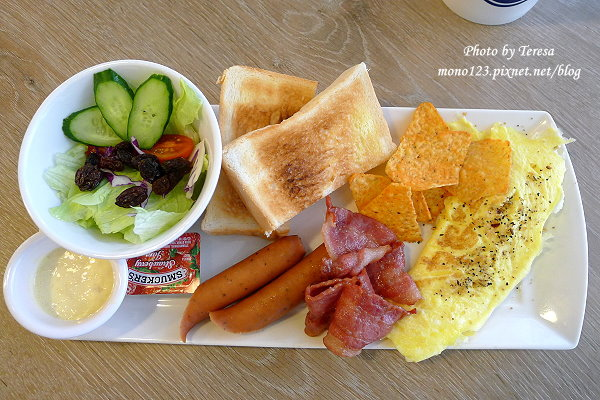 【台中南屯區.早午餐】Oui Cafe 好咖啡.咖啡好喝,鬆餅好吃,早午餐也不錯 @QQ的懶骨頭