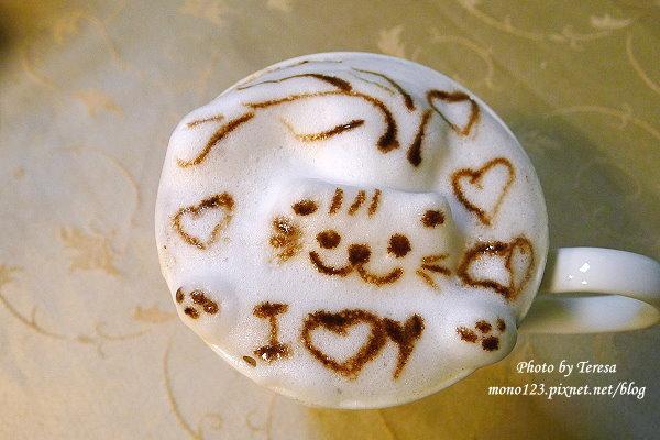 【台中西區.下午茶】咕嚕咕嚕貓咖啡.格子燒好吃、咖啡好喝,還有可愛的貓咪坐檯~ @QQ的懶骨頭