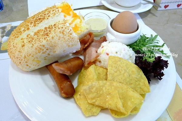 【台中南屯.早午餐】Panda Cafe 胖達咖啡輕食館.有好多可愛的熊貓坐檯哦~ @QQ的懶骨頭