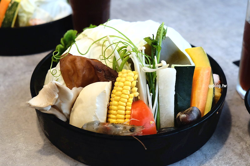 1525452571 73167a26e15d4560b01646e478bb895c - 台中西屯︱Yü's 宇良食健康鍋物.沙鹿來的人氣火鍋店,夏季新湯底上市,單人套餐選擇性多,也有龍蝦套餐可以選擇