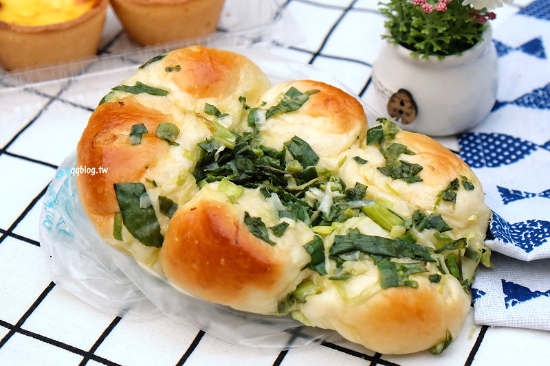 1529082046 6db9910c20bfd0fd6bd2d7ed17ac3f44 - 台中豐原︱貝莉創意烘焙.傳統麵包坊新創意,爆漿海鹽奶蓋蛋糕好療癒,不定時有快閃團,老闆創意滿點