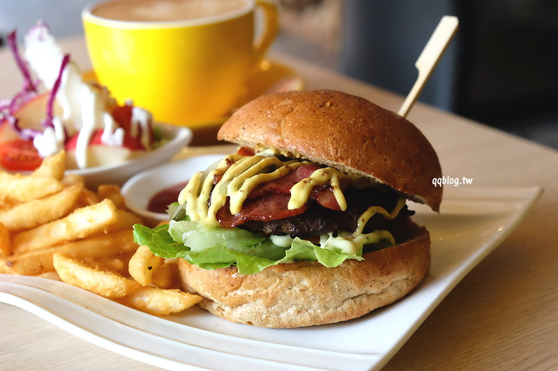 台中大雅︱A-Rod 雅樂餐飲廚房.一路從早餐、午餐吃到下午茶,中式套餐、火鍋、漢堡、義大利麵通通有,下午還有美味鬆餅,大雅聚餐好選擇 @QQ的懶骨頭