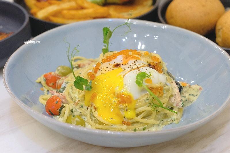 台中龍井︱樂丘廚房.東海人氣餐廳,餐點選擇性多,也是個適合拍照打卡的網美店 @QQ的懶骨頭