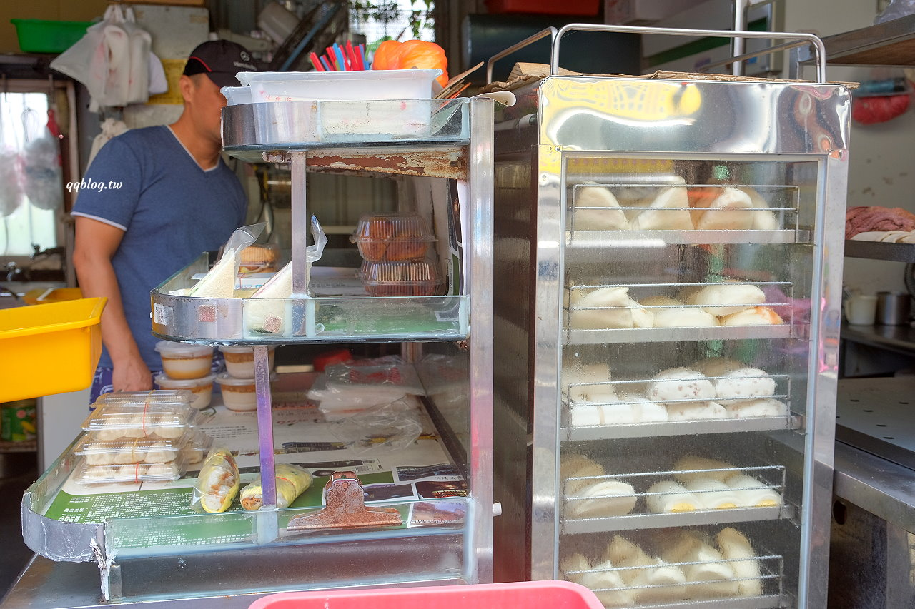 屏東琉球︱洪媽媽早餐店.小琉球超人氣早餐店,獨特的琉球粿、蔥油條、香腸碗粿都值得一試 @QQ的懶骨頭