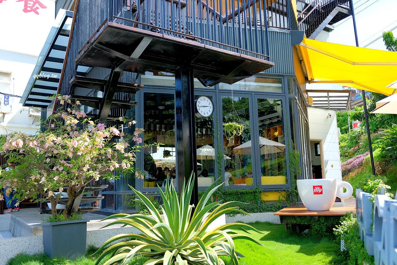 屏東琉球︱灰窯人文咖啡民宿 Coral Cafe.正對漁港的咖啡館,視野非常的好,步行到花瓶石只要3分鐘 @QQ的懶骨頭