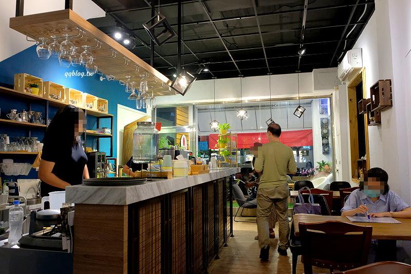 台中北區︱Café O'bon 歐棒咖啡.崇德路上全天候營業咖啡館,可以一路從早餐吃到晚餐,很適合聚會的好地方 @QQ的懶骨頭