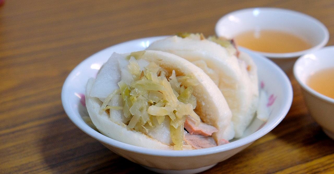 台南中西區︱阿松割包.營業超過80年的經典老店,居然還有豬舌包,國華街美食推薦 @QQ的懶骨頭