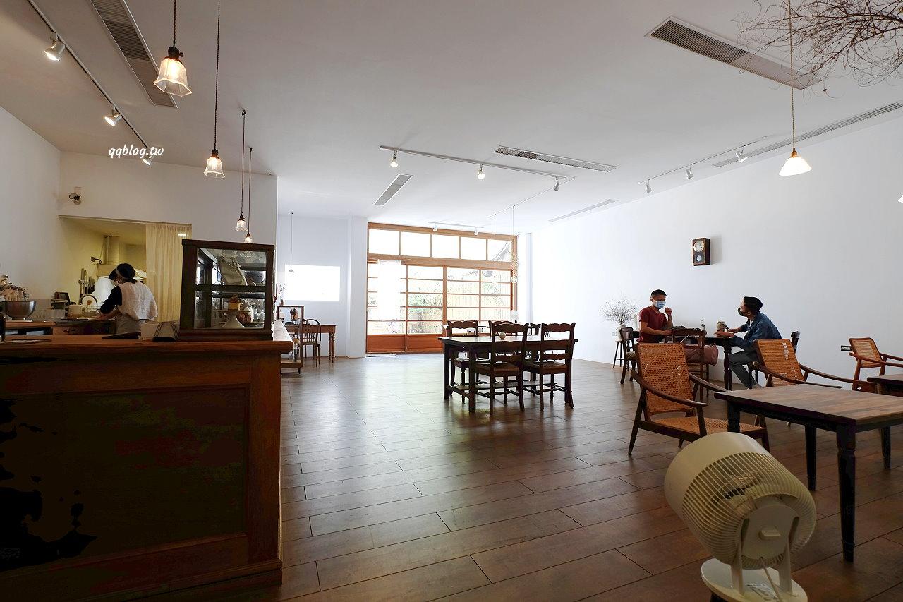 嘉義西區︱霜空咖啡.日系簡約空靈系咖啡館,限量點心盤晚來吃不到,嘉義下午茶、咖啡館推薦 @QQ的懶骨頭