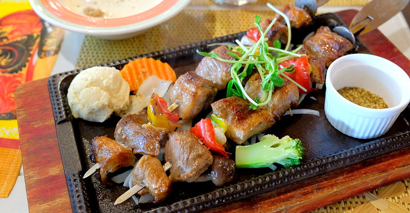 台中東勢︱廚匠-白俄羅斯娃娃的家.有著寬闊草坪可以嬉戲的異國料理餐廳 @QQ的懶骨頭